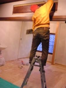 ペンキ塗り作業中!